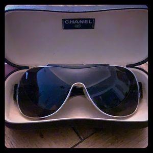 Chanel Black Aviator Sunglasses with case